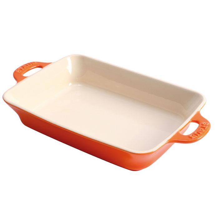 Форма прямоугольная керамическая Staub, цвет: оранжевый, 34 х 24 х 6,5 см94672Прямоугольная форма Staub изготовлена из керамики, покрытой эмалью из стеклянного порошка. Не содержит свинца. Она отлично подойдет для приготовления и подачи на стол разнообразных запеканок, кексов и пирогов. Подходит для использования в духовке, гриле и микроволновой печи, может использоваться для сервировки. Нельзя использовать на открытом огне. Можно помещать в морозильную камеру, но не ставить керамическую посуду из морозильной камеры сразу в горячую духовку. Можно мыть в посудомоечной машине или вручную, используя губку. Сушить вверх дном. Максимальная и минимальная температура использования: +300°С/-20°С.