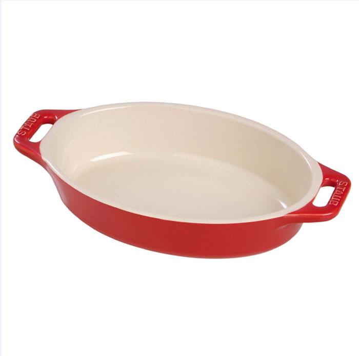 Форма овальная керамическая Staub, цвет: вишневый, 37 х 26 х 6 см94672Овальная форма Staub изготовлена из керамики, покрытой эмалью из стеклянного порошка. Не содержит свинца. Она отлично подойдет для приготовления и подачи на стол разнообразных запеканок, кексов и пирогов. Подходит для использования в духовке, гриле и микроволновой печи, может использоваться для сервировки. Нельзя использовать на открытом огне. Можно помещать в морозильную камеру, но не ставить керамическую посуду из морозильной камеры сразу в горячую духовку. Можно мыть в посудомоечной машине или вручную, используя губку. Сушить вверх дном. Максимальная и минимальная температура использования: +300°С/-20°С.