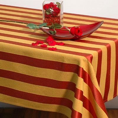 Скатерть Schaefer, прямоугольная, 135x 170 см. 06023-40206023-402Прямоугольная скатерть Schafer выполнена из натурального полиэстера и оформлена рисунком в классическую полоску в бордово-горчичных тонах. Эта скатерть станет украшением вашей кухни или веранды в вашем доме. Очень позитивная расцветка добавит массу позитивных эмоций вам и вашим гостям! Характеристики:Материал: 100% полиэстер. Размер скатерти:135 см х 170 см. Немецкая компания Schaefer создана в 1921 году. На протяжении всего времени существования она создает уникальные коллекции домашнего текстиля для гостиных, спален, кухонь и ванных комнат. Дизайнерские идеи немецких художников компании Schaefer воплощаются в текстильных изделиях, которые сделают ваш дом красивее и уютнее и не останутся незамеченными вашими гостями. Дарите себе и близким красоту каждый день!