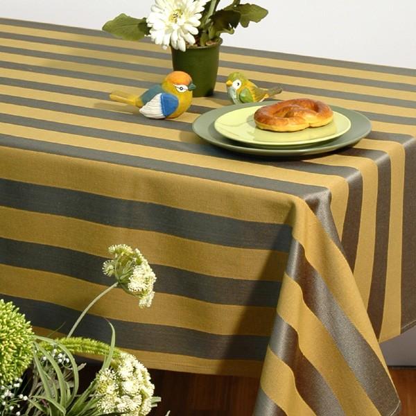 Скатерть Schaefer, цвет: зеленый, желтый, 135x 170 см. 06024-402VT-1520(SR)Квадратная скатерть Schaefer выполнена из плотного полиэстера с рисунком в виде чередующихся полос. Изделия из полиэстера легко стирать: они не мнутся, не садятся и быстро сохнут, они более долговечны, чем изделия из натуральных волокон. Такая скатерть сделает застолье более торжественным, поднимет настроение гостей и приятно удивит их вашим изысканным вкусом. Также вы можете использовать эту скатерть для повседневной трапезы, превратив каждый прием пищи в волшебный праздник и веселье. Характеристики:Материал: 100% полиэстер. Размер скатерти:135 см х 170 см. Цвет: зеленый, желтый. Немецкая компания Schaefer создана в 1921 году. На протяжении всего времени существования она создает уникальные коллекции домашнего текстиля для гостиных, спален, кухонь и ванных комнат. Дизайнерские идеи немецких художников компании Schaefer воплощаются в текстильных изделиях, которые сделают ваш дом красивее и уютнее и не останутся незамеченными вашими гостями. Дарите себе и близким красоту каждый день!