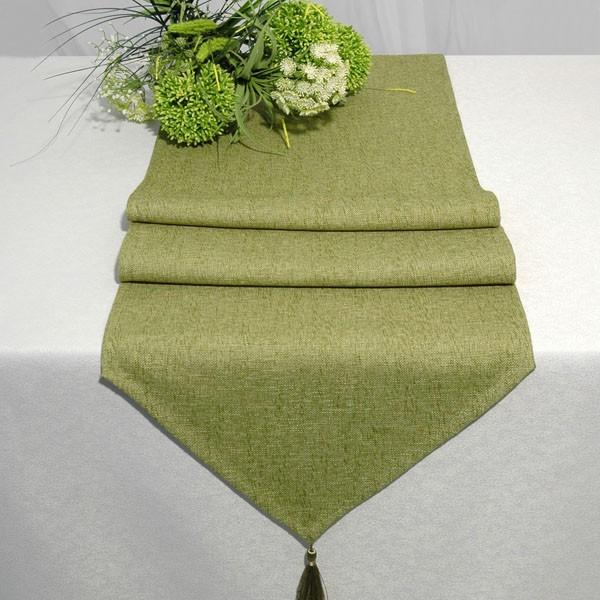 Дорожка для декорирования стола Schaefer, прямоугольная, цвет: зеленый, 40 x 160 см 06748-254Ветерок 2ГФДорожка Schaefer выполнена из высококачественного полиэстера (60%) с добавлением акрила (35%) и украшена элегантными кистями на концах. Вы можете использовать дорожку для декорирования стола, комода или журнального столика.Благодаря такой дорожке вы защитите поверхность мебели от воды, пятен и механических воздействий, а также создадите атмосферу уюта и домашнего тепла в интерьере вашей квартиры. Изделия из искусственных волокон легко стирать: они не мнутся, не садятся и быстро сохнут, они более долговечны, чем изделия из натуральных волокон.
