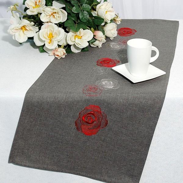 Дорожка для декорирования стола Schaefer, прямоугольная, цвет: красный, серый, 40 x 100 см 07240-2021004900000360Дорожка серого цвета и вышитыми шелком розами красного и белых цветов. Очень стильна и красивая. Новинка в ассортименте немецкой компании Schaefer. Это текстильное изделие станет удобным, комфортным украшением Вашего дома! Характеристики:Материал: 100% полиэстер. Размер: 40 см х 100 см. Цвет: красный, серый. Немецкая компания Schaefer создана в 1921 году. На протяжении всего времени существования она создаетуникальные коллекции домашнего текстиля для гостиных, спален, кухонь и ванных комнат. Дизайнерские идеи немецких художников компании Schaefer воплощаются в текстильных изделиях, которыесделают ваш дом красивее и уютнее и не останутся незамеченными вашими гостями. Дарите себе и близкимкрасоту каждый день!