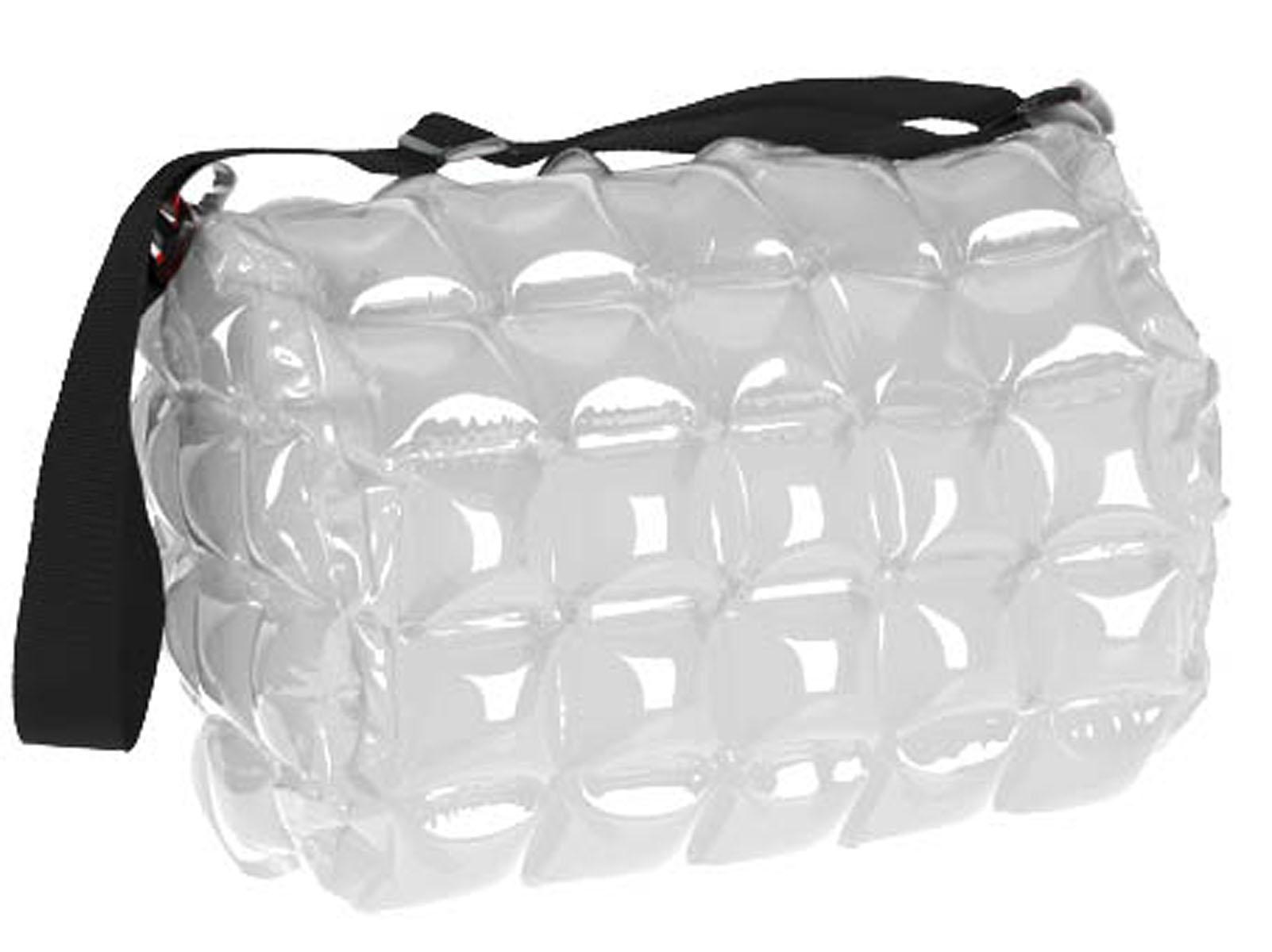 Сумка надувная пляжная Inflat Decor, цвет: серебристый. 0016S76245Яркая надувная сумка - великолепный аксессуар на лето! Сумка выполнена из ПВХ и снабжена ручкой из полиэстера. Сумка легко надувается при помощи мини-насоса (входит в комплект) или рта. В сдутом виде сумка очень компактна и не займет много места. Надувная вместительная сумка - отличное решение для отдыха на пляже. Характеристики: Материал: ПВХ, полиэстер.Размер сумки: 31 см х 42 см.
