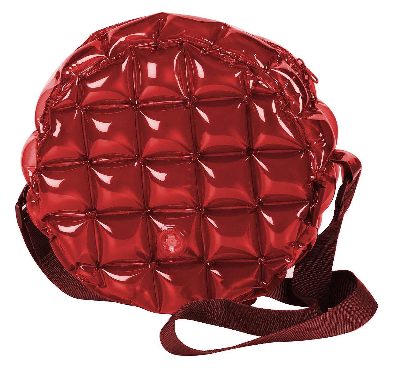 Сумка надувная Inflat Decor, цвет: бордовый. 01203-47660-00504Яркая надувная сумка - великолепный аксессуар на лето! Сумка круглой формы выполнена из ПВХ и снабжена ручкой из полиэстера. Модель закрывается на застежку-молнию.Сумка легко надувается при помощи мини-насоса (входит в комплект) или рта. В сдутом виде сумка очень компактна и не займет много места. Надувная сумка - отличное решение для летней прогулки. Характеристики: Материал: ПВХ, полиэстер.Размер сумки: 33 см х 33 см х 13 см.