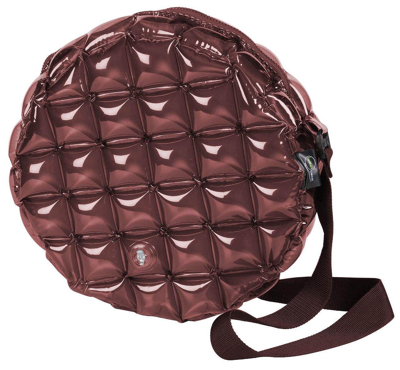 Сумка надувная Inflat Decor, цвет: шоколадный. 0121S76245Яркая надувная сумка - великолепный аксессуар на лето! Сумка круглой формы выполнена из ПВХ и снабжена ручкой из полиэстера. Модель закрывается на застежку-молнию.Сумка легко надувается при помощи мини-насоса (входит в комплект) или рта. В сдутом виде сумка очень компактна и не займет много места. Надувная сумка - отличное решение для летней прогулки. Характеристики: Материал: ПВХ, полиэстер.Размер сумки: 39 см х 39 см х 15 см.