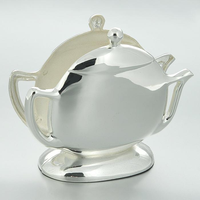 Салфетница Marquis Чайничек. 3046-MR54 009312Салфетница Marquis Чайничек, выполненная из стали с серебряно-никелевым покрытием в форме чайничка.Дно салфетницы выполнено из черной бархатистой ткани, что не позволит ей скользить по поверхности.Лаконичность и изящество форм придают этой салфентице неповторимую изысканность. Эксклюзивный дизайн, эстетичность и функциональность делает ее незаменимой на любой кухне. Характеристики: Материал: сталь с серебряно-никелевым покрытием. Размер салфетницы: 13 см х 10 см х 4 см. Размер упаковки: 14,5 см х 6 см х 14,5 см. Артикул: 3046-MR.