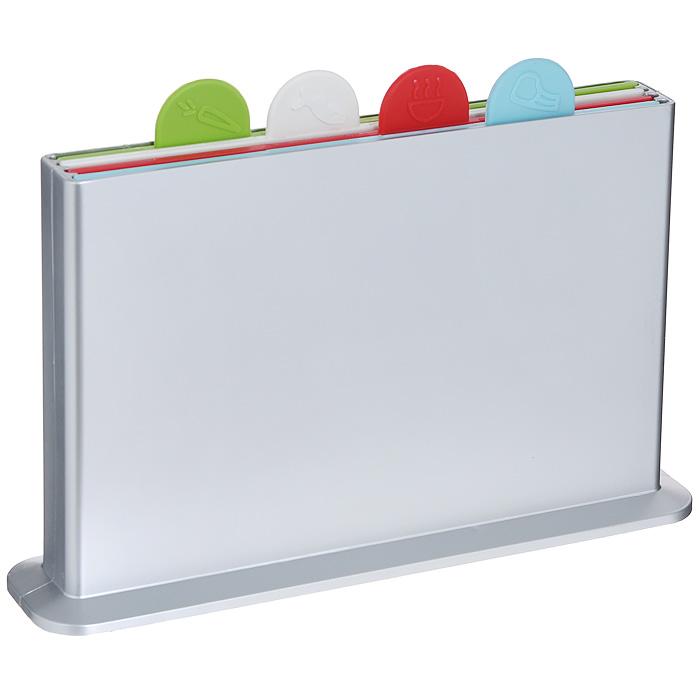 Набор разделочных досок Bradex Мозаика, 5 предметов. TK 0009391602Набор разделочных досок Bradex Мозаика состоит из четырех разноцветных досок, помещенных в подставку. Это делает набор не только многофункциональным, но и очень удобным для хранения на кухне. Доски из комплекта Мозаика выполнены из безвредного и прочного пластика и могут использоваться для нарезки сырого мяса и рыбы, овощей, фруктов, варенных и копченых продуктов, хлеба и т.д. Небольшой ярлычок, имеющийся на каждой из досок, позволяет с легкостью извлекать их из подставки, а также будет удобной ручкой, за которую можно придерживать доску в процессе мытья. Каждый ярлычок отмечен рисунком продуктов, для которых предназначена доска: для рыбы, для мяса, для овощей и фруктов, для вареных продуктов. Набор разделочных досок Bradex Мозаика станет незаменимым и полезным аксессуаром на вашей кухне, который к тому же и стильно дополнит интерьер. Характеристики: Материал: пластик. Цвет: голубой, красный, белый, зеленый. Размер доски: 18 см х 27,5 см х 0,5 см. Размер подставки (ДхШхВ): 31,5 см х 7 см х 19 см. Размер упаковки: 32,5 см х 23 см х 7 см. Артикул: TK 0009.