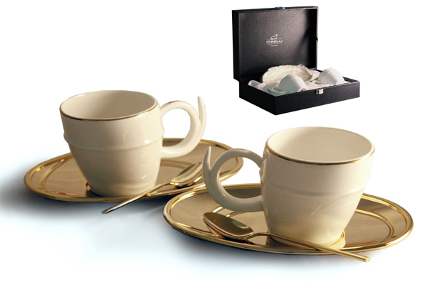 Чайный набор на 2 персоны Ричоло (золото)115510Материал: Металл, фарфор. Цвет: золотой. Серия: Ричоло. Размер товара: (2чашки 0,2л, 2 блюдца, 2 ложки).