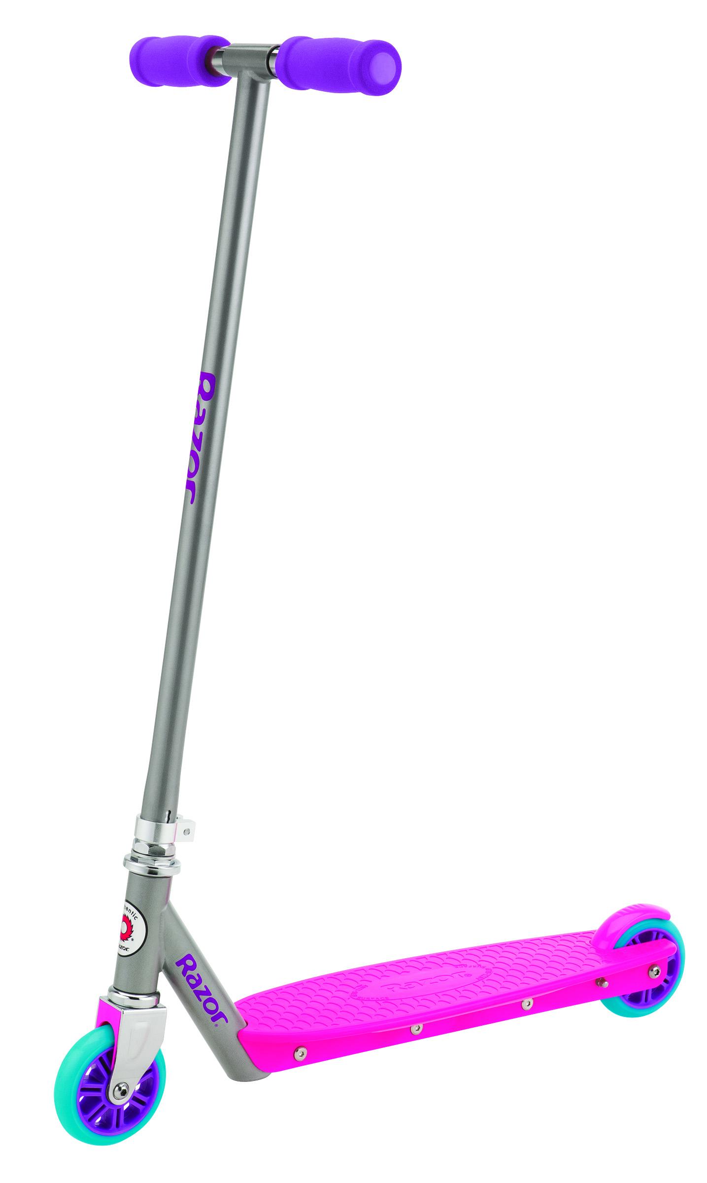 """Новой модной линией самокатов от Razor является модель Razor """"Berry"""". Самокат выполнен в ярком цвете и имеет яркую пластиковую деку, колеса и ручки. Ретростиль является одной из ярко выраженных черт самоката Razor Berry. Несмотря на то, что дека выполнена из пластика она достаточно прочная и обеспечивает более гибкую и мягкую езду по сравнению с алюминиевыми деками. Стандартный самокат для детей и подростков, изготовленный из высококачественных материалов, что придаёт этому самокату необходимую устойчивость и манёвренность. Яркий дизайн прибавляет райдеру солидности и уверенности на дороге. Если вы хотите купить своему ребёнку не дорогой, но качественный самокат не на один сезон, то мы думаем, стоит обратить внимание именно на эту линейку скутеров от """"Razor"""". Самокат бывает двух расцветок: голубой с оранжевым, розовый с фиолетовым."""