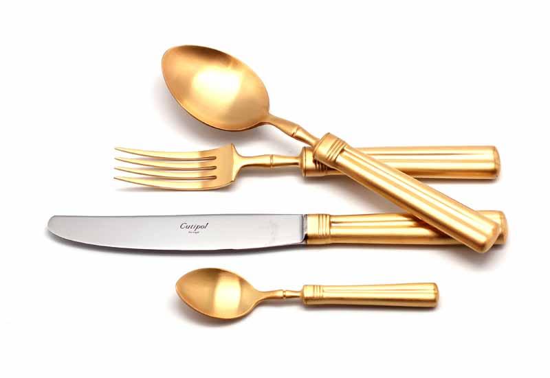 Набор столовых приборов Cutipol Fontainebleau Gold, цвет: золотистый матовый, 24 предмета0449162 FONTAINEBLEAU GOLD мат. 24 пр. Характеристики: Материал: сталь.Размер: 405*295*65мм.Артикул: 9162.