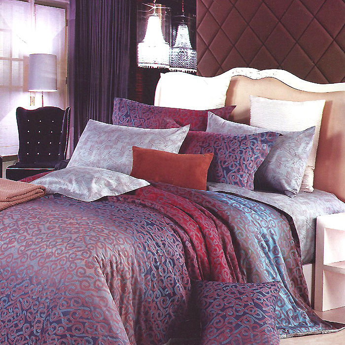 Комплект белья Кения (1,5 спальный КПБ, сатин, наволочки 70х70), цвет: бордовый, синий391602Комплект постельного белья Кения является экологически безопасным для всей семьи, так как выполнен из натурального хлопка. Комплект состоит из пододеяльника, простыни и двух наволочек. Постельное белье оформлено оригинальным ярким рисунком и имеет изысканный внешний вид.Сатин - производится из высших сортов хлопка, а своим блеском, легкостью и на ощупь напоминает шелк. Такая ткань рассчитана на 200 стирок и более. Постельное белье из сатина превращает жаркие летние ночи в прохладные и освежающие, а холодные зимние - в теплые и согревающие. Благодаря натуральному хлопку, комплект постельного белья из сатина приобретает способность пропускать воздух, давая возможность телу дышать. Одно из преимуществ материала в том, что он практически не мнется и ваша спальня всегда будет аккуратной и нарядной. Характеристики: Страна: Россия. Материал: сатин (100% хлопок). В комплект входят: Пододеяльник - 1 шт. Размер: 150 см х 210 см. Простыня - 1 шт. Размер: 160 см х 240 см. Наволочка - 2 шт. Размер: 70 см х 70 см. Высокие свойства белья торговой марки Коллекция основаны на умелом использовании вековых традиций и современных технологий производства и обработки тканей. Качество исходных материалов, внимание к деталям отделки, отличный пошив, воплощение новейших тенденций мировой моды позволяют постельному белью гармонично влиться в современное жизненное пространство и подарить ощущения удовольствия и комфорта.