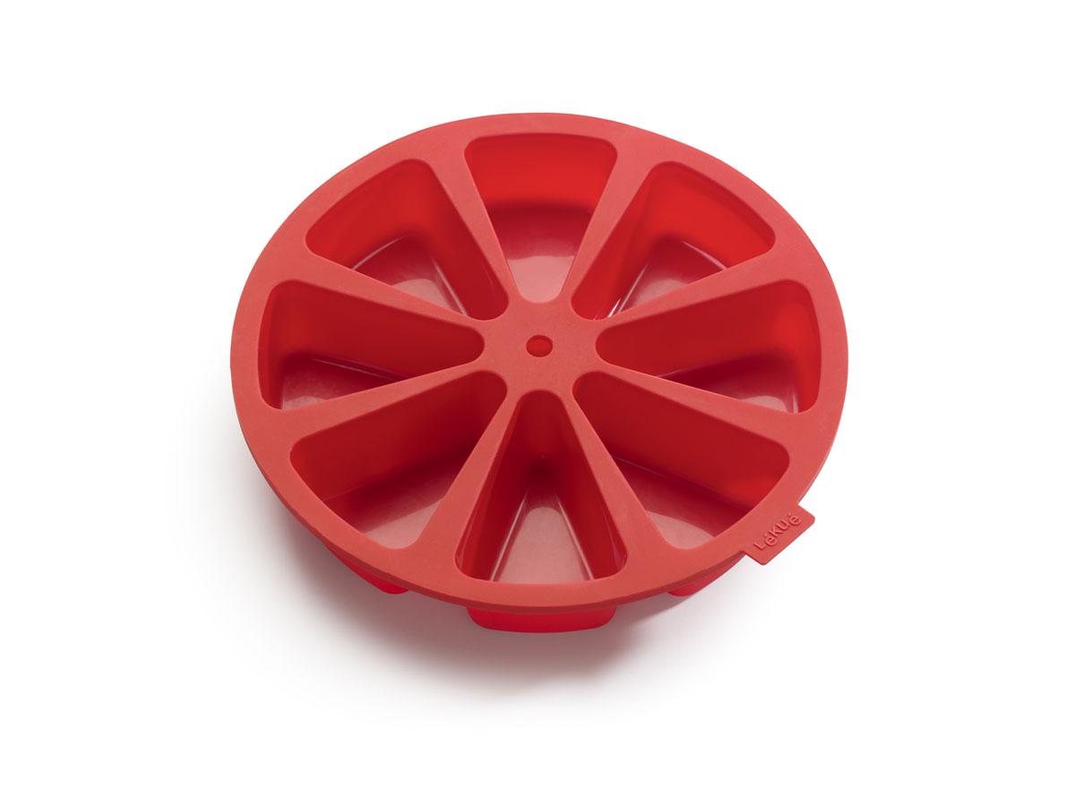 Форма для пирога Lekue Порционный пирог, цвет: красный. Диаметр 26,5 смFS-91909Форма для пирога Lekue Порционный пирог, выполненная из силикона красного цвета, состоит из 8 удобных индивидуальных порций, которые могут быть персонализированы путем добавления различных ингредиентов. Такая форма позволяет одновременно готовить куски торта с различным вкусом.Форма для пирога Lekue Порционный пирог обладает антипригарными свойствами, ее легко использовать, мыть и хранить. Отделять готовые изделия от формочек несложно, при этом не надо смазывать их жиром или маслом.В комплект входит инструкция с рецептом. Характеристики:Материал: силикон. Цвет: красный. Диаметр формы: 26,5 см. Размер ячейки: 9,5 см х 4,5 см х 7 см. Количество ячеек: 8 шт.