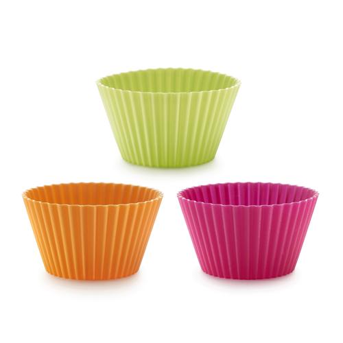 Набор мини-форм для выпечки Lekue Маффин, 6 шт. 0240100SURM033391602Набор Lekue Маффин состоит из 6 круглых мини-форм для выпечки с рифлеными краями. Формы выполнены из силикона зеленого, оранжевого и розового цветов и предназначены для изготовления кексов, выпечки, желе, льда, мороженого и др. С помощью таких форм любой день можно превратить в праздник и порадовать детей.Силиконовые формы выдерживают высокие и низкие температуры (от -40°С до +220°С). Они эластичны, износостойки, легко моются, не горят и не тлеют, не впитывают запахи, не оставляют пятен. Силикон абсолютно безвреден для здоровья.Не используйте моющие средства, содержащие абразивы. Можно мыть в посудомоечной машине. Подходит для использования во всех типах печей.Характеристики:Материал: силикон. Цвет: оранжевый, зеленый, розовый. Размер формы: 8 см х 4 см х 5 см. Комплектация: 6 шт.