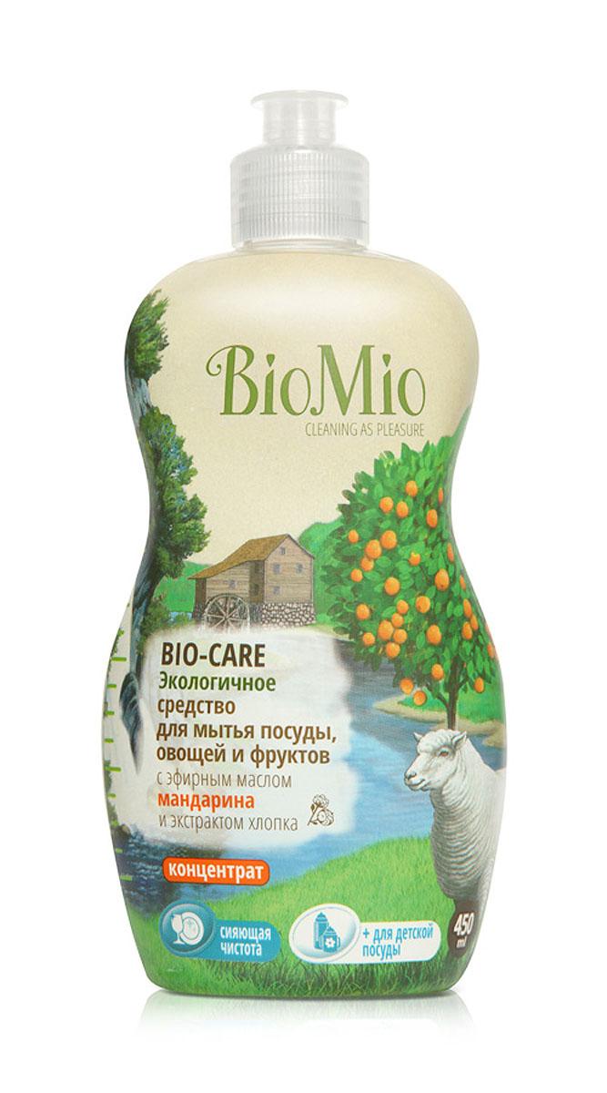 Средство для мытья посуды, овощей и фруктов BioMio, с эфирным маслом мандарина, 450 мл790009Многофункциональное эффективное средство BioMio с мягким безопасным действием идеально подходит для мытья детской посуды, овощей и фруктов. Концентрированная формула обеспечивает экономичный расход. Специальная формула с экстрактом хлопка обеспечивает мягкое и деликатное действие на кожу рук. Подтвержденный антибактериальный эффект с дополнительной защитой для всех членов семьи благодаря ионам серебра. Безопасно для окружающей среды. Эфирное масло мандарина прекрасно тонизирует, успокаивает и снимает усталость.Не содержит: фосфаты, агрессивные ПАВ, SLS/SLES, ПЭГ, хлор, нефтепродукты, искусственные ароматизаторы и красители. BioMio - линейка эффективных средств для дома, использование которых приносит только удовольствие. Уборка помогает не только очистить и гармонизировать свое пространство, но и себя, свои мысли, поэтому важно ее делать с радостью. Средства, созданные с любовью и заботой, помогут в этом и идеально справятся с загрязнениями, оставаясь при этом абсолютно безопасными и экологичными. Благодаря действию натуральных эфирных масел, они поднимут настроение и подарят наслаждение, а натуральные активные компоненты бережно позаботятся о коже рук во время стирки и уборки. Средства BioMio незаменимы, если в доме есть ребенок. Характеристики:Состав: 5-15% анионные ПАВ; Объем: 450 мл. Товар сертифицирован.