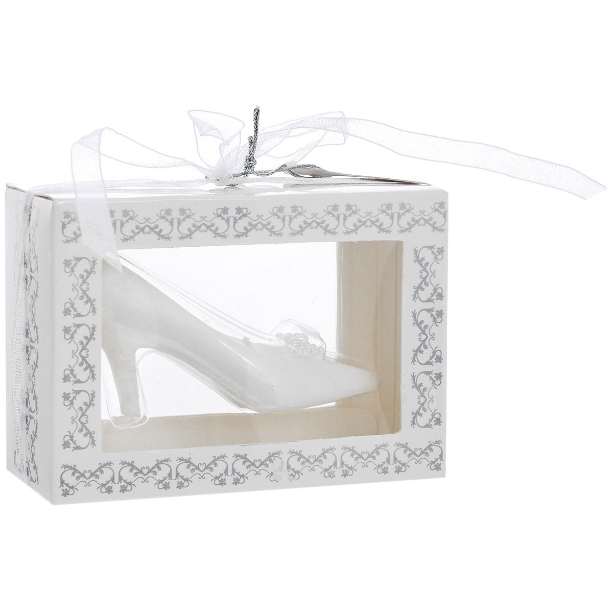Свеча декоративная Туфелька, цвет: белыйES-412Декоративная свеча выполнена из белого парафина в виде туфельки. Свеча будет вас радовать и достойно украсит интерьер. Вы можете поставить свечу в любом месте, где она будет удачно смотреться, и радовать глаз. Кроме того, эта свеча - отличный вариант подарка для ваших близких и друзей. Характеристики:Материал: парафин. Цвет: белый. Размер свечи: 7 см х 3,5 см х 3,5 см.