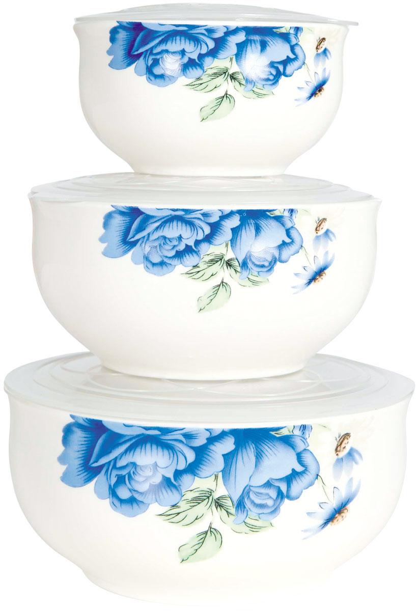 Набор мисок Bohmann Голубые цветы, с крышками, 6 предметов115510Набор Bohmann Голубые цветы состоит из трех фарфоровых мисок разного объема. Миски снабжены плотноприлегающими пластиковыми крышками и украшены цветочным рисунком. Изделия являются универсальным приобретением для любой кухни. С их помощьюможно хранить продукты и даже сервировать стол. Оригинальный дизайн, высокое качество и функциональность набора позволят емустать достойным дополнением к вашему кухонному инвентарю. Можно использовать в микроволновой печи и холодильнике, а также мыть в посудомоечной машине. Диаметр мисок: 10 см; 13 см; 15,5 см.Высота стенок мисок: 5,5 см; 6,5 см; 7,5 см.Объем мисок: 300 мл; 600 мл; 800 мл.