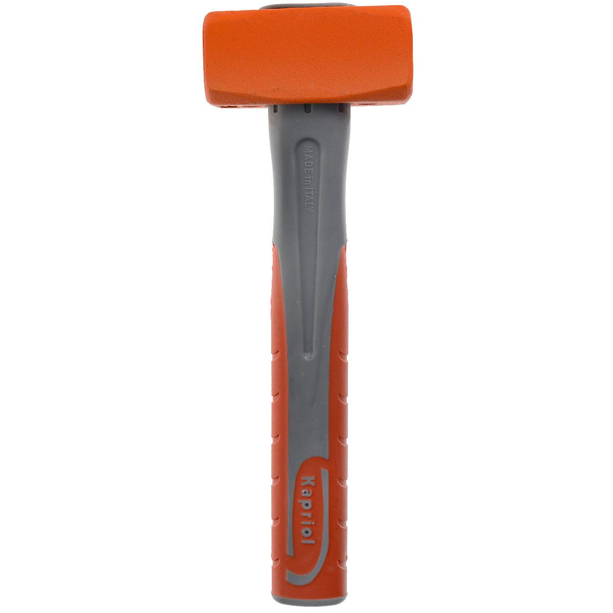Кувалда Kapriol, длина 28 см, 1000 г2706 (ПО)Кувалда Kapriol предназначена для нанесения исключительно сильных ударов при обработке металла, на демонтаже и монтаже конструкций.Особенности кувалды:Водоотталкивающие покрытие для работы в любых погодных условиях; Материал головки кувалды - легированная сталь с присадками никеля, хрома и молибдена, что обеспечивает высокую прочность и вязкость; Термическая обработка головки повышает ударопрочность и увеличивает срок службы; Поверхностный слой головки закален, что обеспечивает высокую твердость молотка; Головка соединена с рукояткой с помощью эпоксидного клея; Корпус рукоятки изготовлен из стальной трубы; Эргономичный прорезиненный чехол рукоятки выполняет функцию вибропоглощения; Рукоятка имеет форму соответствующую очертаниям руки, что повышает точность удара и снижает усталость при работе. Характеристики: Материал: сталь, резина. Длина: 28 см. Вес: 1 кг. Размеры кувалды: 28 см х 9 см х 4 см.