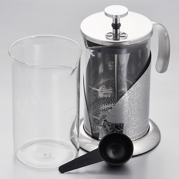 Френч-пресс Rondell Vintage, с ложечкой, 600 мл + запасная колбаFS-91909Френч-пресс Rondell Vintage выполнен из высококачественной пищевой нержавеющей стали с зеркальной полировкой и жаропрочного стекла. Жаропрочное стекло может выдерживать температуру до 180°С. Фильтр-поршень из нержавеющей стали обеспечивает равномерную циркуляцию воды и насыщенность напитка. С его помощью также можно регулировать степень крепости чая. Колба имеет отметки литража, что позволяет соблюдать рецептуру без дополнительных предметов. Френч-пресс оснащен теплосберегающей крышкой и удобной не нагревающейся ручкой. Основание френч-пресса снабжено нескользящей силиконовой вставкой.Особый шик и привлекательность придает эксклюзивный изысканный дизайн, не похожий на другие - рисунок в виде кракелюра.В комплект входит пластиковая мерная ложечка, сменная колба для удобства заваривания разных видов напитков и буклет с рецептами оригинальных напитков из чая и кофе.Френч-пресс Rondell Vintage позволит быстро и просто приготовить свежий и ароматный кофе или чай.В посудомоечной машине можно мыть только колбу. Характеристики:Материал: нержавеющая сталь 18/10, стекло, пластик, силикон. Объем: 600 мл. Диаметр колбы по верхнему краю: 9 см. Высота стенки колбы: 15 см. Диаметр основания френч-пресса: 11,5 см. Высота френч-пресса (с учетом крышки): 18,5 см. Длина ложечки: 10 см. Посуда Rondell совсем недавно появилась на российском рынке, но уже прекрасно себязарекомендовала. Эту посуду по достоинству оценили тысячи любителей кулинарии, арекомендации профессионалов - шеф-поваров многих ресторанов и ведущих популярныхкулинарных программ служат дополнительным весомым аргументом в ее пользу.Профессиональные технологии, изысканный дизайн и широкий ассортимент делают посудуRondell исключительно привлекательной для всех, кто любит и умеет готовить.