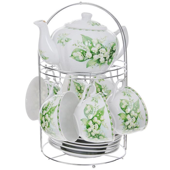 Набор чайный Lillo на подставке, 13 предметов. 213486115510Чайный набор Lillo состоит из шести чашек, шести блюдец и заварочного чайника. Предметы набора изготовлены из высококачественного фарфора и оформлены изображением ландышей. Все предметы располагаются на удобной металлической подставке с ручкой.Элегантный дизайн набора придется по вкусу и ценителям классики, и тем, кто предпочитает утонченность и изысканность. Он настроит на позитивный лад и подарит хорошее настроение с самого утра.Чайный набор Lillo идеально подойдет для сервировки стола и станет отличным подарком к любому празднику.Чайный набор упакован в красочную подарочную коробку из плотного картона.Характеристики:Материал: фарфор, металл. Объем чашки: 270 мл. Диаметр чашки по верхнему краю: 9,5 см. Высота чашки: 6 см. Диаметр блюдца: 15 см. Объем чайника: 1 л. Размер чайника (с учетом ручки и носика): 23 см х 15 см х 10 см. Размер подставки (Д х Ш х В): 18 см х 18 см х 31 см.