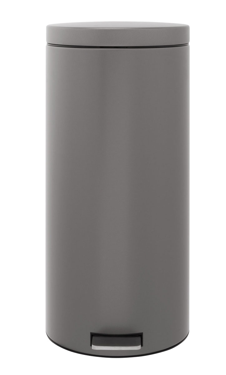 Бак мусорный Brabantia Классический, с педалью, цвет: платиновый, 30 лOLIVIERA 75012-5C CHROMEПедальный бак на 30 литров поистине универсален и идеально подходит для использования на кухне или в гостиной. Предотвращает распространение запахов - прочная не пропускающая запахи металлическая крышка; Плавное и бесшумное открывание/закрывание крышки;Надежный педальный механизм, высококачественные коррозионно-стойкие материалы;Удобный в использовании - при открывании вручную крышка фиксируется в открытом положении, закрывается нажатием педали;Удобная очистка – съемное внутреннее ведро из пластика; Бак удобно перемещать - прочная ручка для переноски; Предохранение пола от повреждений - пластиковый защитный обод; Всегда опрятный вид - идеально подходящие по размеру мешки для мусора с завязками (размер G); 10-летняя гарантия Brabantia. Характеристики: Материал: сталь.Размер: 355*310*685мм.Артикул: 288326.