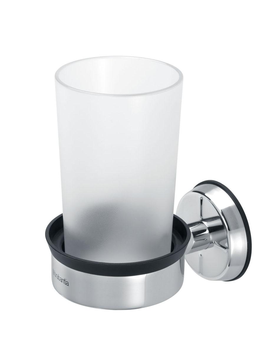 Стакан для ванной комнаты Brabantia, с держателемS03301004Стакан для ванной комнаты Brabantia изготовлен из практически небьющегося пластика. Изделие крепится к стене при помощи держателя из высококачественной коррозионностойкой стали (крепежная фурнитура входит в комплект). Стакан можно мыть в посудомоечной машине.