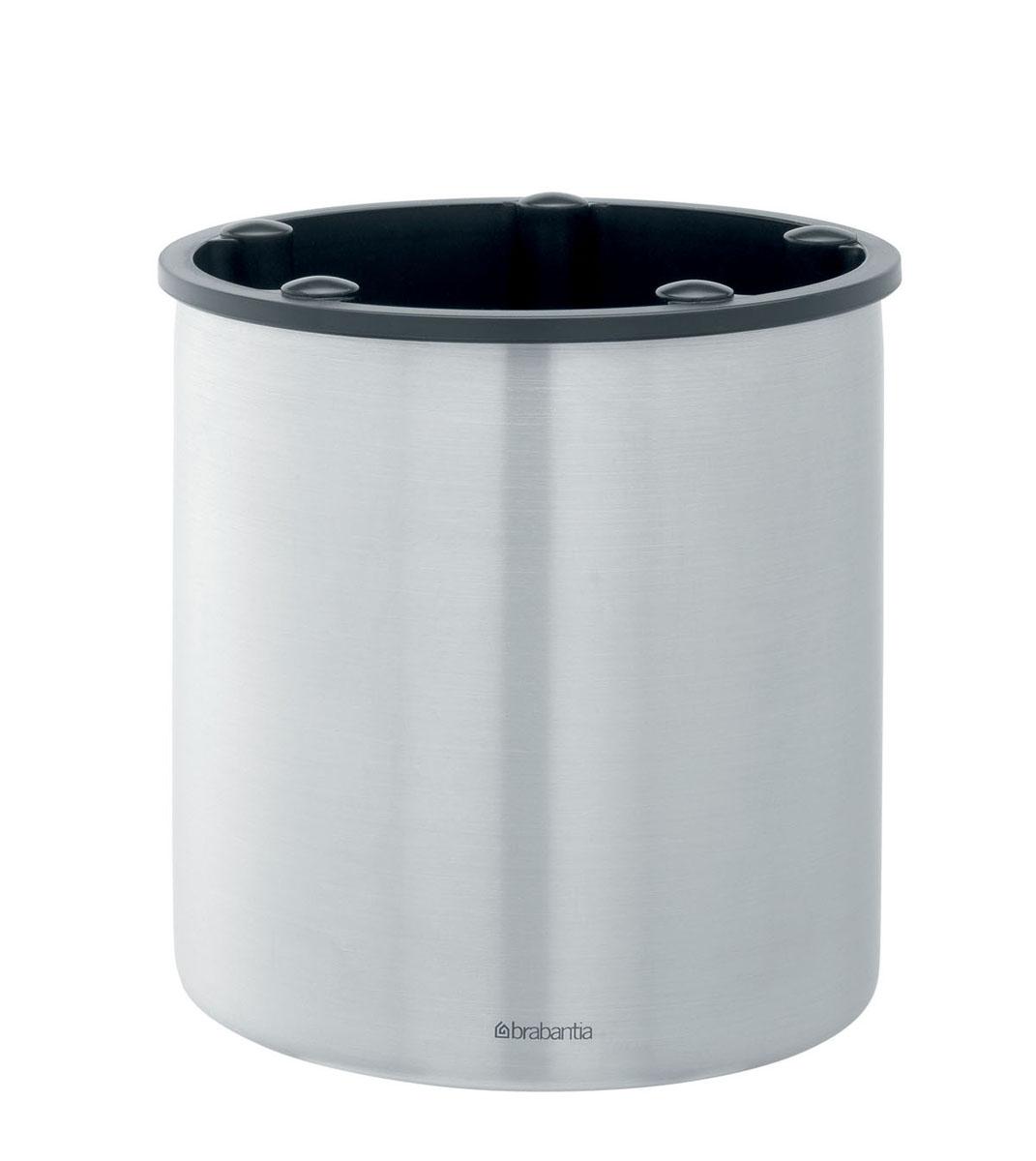 Подставка для кухонных принадлежностей Brabantia, высота 15 см32.02.45-514Подставка для кухонных принадлежностей Brabantia изготовлена из высококачественной нержавеющей стали с матовой полировкой. Внутренняя поверхность пластиковая. Подставка оснащена 5 выемками для отделения приборов друг от друга. В такой подставке можно хранить все столовые приборы, а также кухонные принадлежности, такие как лопатки и половники.Подставка имеет стильный классический дизайн и одинаково хорошо впишется и в современный, и в классический интерьер. Можно мыть в посудомоечной машине. Диаметр подставки (по верхнему краю): 15 см. Высота подставки: 15 см.