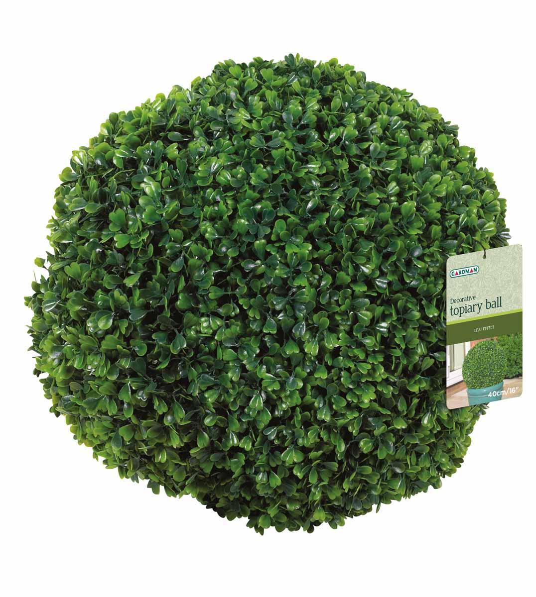 Искусственное растение Gardman Topiary Ball. Самшит, цвет: зеленый, диаметр 40 смCAD300UBECИскусственное растение Gardman Topiary Ball выполнено из пластика в виде шара. Листья растения зеленого цвета имитируют самшит. К растению прикреплены три цепочки с крючком, за который его можно повесить в любое место. Также растение можно поместить в горшок. Растение устойчиво к воздействиям внешней среды, таким как влажность, солнце, перепады температуры, не выцветает со временем. Искусственное растение Gardman Topiary Ball великолепно украсит интерьер офиса, дома или сада.Характеристики:Материал: пластик, металл. Цвет: зеленый. Диаметр шара: 40 см. Длина цепочек с крючком: 30 см.