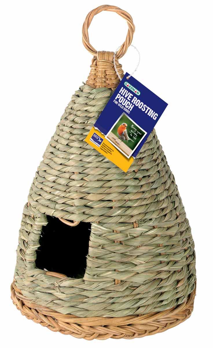 Домик для птиц Gardman, зимний. A02034KL-01Зимний домик для птиц Gardman сплетен из соломы. В домике есть небольшое отверстие. Для удобного подвешивания предусмотрена плетеная петелька. Характеристики:Материал: солома. Диаметр домика: 14 см. Высота домика: 24 см. Товары для садоводства от Gardman - это вещи, сделанные с любовью, с истинно английской практичностью, основанной на глубоких традициях садоводства Великобритании. Эти товары широко известны садоводам Европы, США, Канады и Японии. Демократичные цены и продуманный ассортимент Gardman завоевал признательность и российского покупателя, достойного хороших, качественных вещей. В ассортименте Gardman есть практически все, что нужно современному садоводу - от совочка для рассады до предметов декора и ландшафтного дизайна.