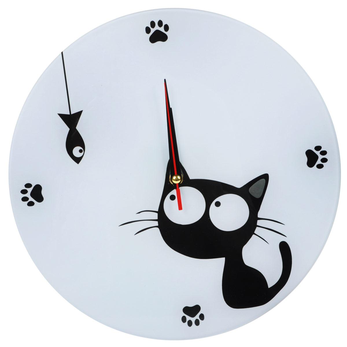 Часы настенные Котенок с рыбкой, стеклянные, цвет: черный, белый. 95547300074_ежевикаОригинальные настенные часы Котенок с рыбкой круглой формы выполнены из стекла и оформлены изображением котенка и рыбки. Часы имеют три стрелки - часовую, минутную и секундную. Циферблат часов не защищен. Необычное дизайнерское решение и качество исполнения придутся по вкусу каждому. Оформите свой дом таким интерьерным аксессуаром или преподнесите его в качестве презента друзьям, и они оценят ваш оригинальный вкус и неординарность подарка. Характеристики:Материал: пластик, стекло. Диаметр: 28 см. Тихий ход. Работают от батарейки типа АА (в комплект не входит).
