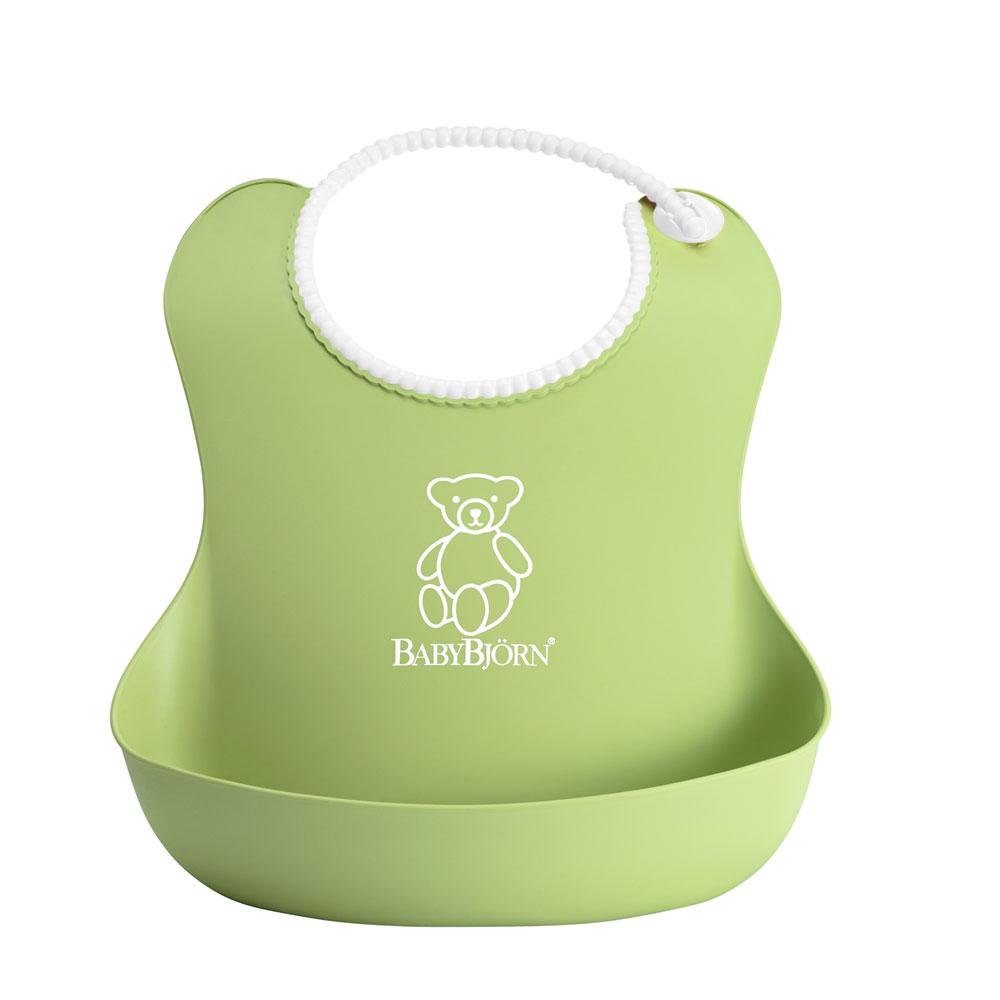 """Оригинальный нагрудник """"BabyBjorn"""" имеет глубокий карман для улавливания пищи - как бы ребенок ни крутился, пища все равно останется в кармане. Мягкая горловина нагрудника не царапает шею малыша, а замочек легко застегивается."""