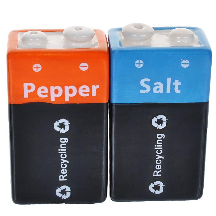Набор для специй Батарейка крона: солонка, перечницаVT-1520(SR)Набор для специй Батарейка крона, изготовленный из керамики, состоит изперечницы и солонки. Предметы набора выполнены в виде батареек.Солонка и перечница легки в использовании: стоит только перевернутьемкости, и вы с легкостью сможете поперчить или добавить соль по вкусу влюбое блюдо.Такой набор для специй оживит дизайн любой кухни и послужит отличнымподарком для ваших друзей. Характеристики:Материал: керамика. Размер солонки/перечницы: 6,5 см х 4 см х 2,5 см.