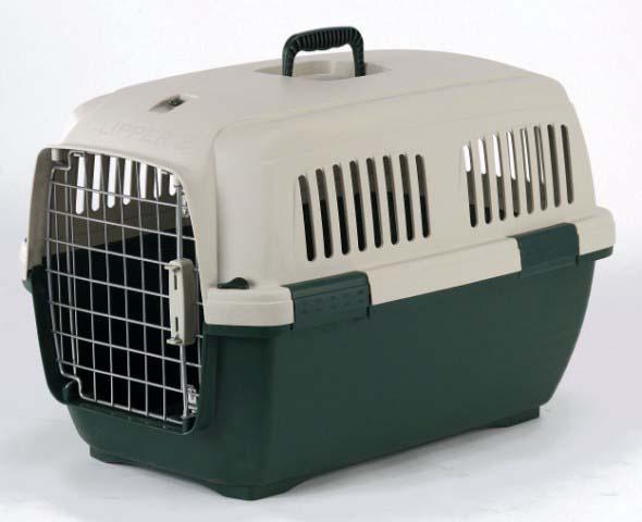 Переноска для животных Marchioro Cayman 3, цвет: бежевый, зеленый, 64 х 43 х 43 см1061100300069Переноска с боковой дверцей Marchioro Cayman 3, выполненная из прочного пластика, прекрасно подойдет для транспортировки собак и кошек. Дно переноски усилено. Переноска оснащена крышкой с отверстиями для вентиляции. Прочная металлическая дверь запирается на нержавеющий замок типа клиппер. Для удобной переноски имеется ручка на крышке. Переноска быстро и легко собирается. Предназначена для животных весом 5-18 кг. Переноска соответствует стандартам Международной ассоциации воздушного транспорта (IATA), что позволяет использовать ее для перевозки животного в самолете. Вес животного: 5-18 кг.