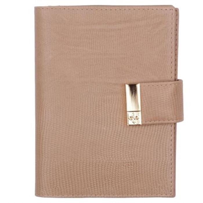 """Бумажник водителя Dimanche Elite Beige, цвет: бежевый. 73180625Стильный бумажник водителя Elite Beige выполнен из натуральной мягкой кожи с тиснением """"под варана"""". На внутреннем развороте расположено два вертикальных кармана из кожи, четыре прорезных кармашка для кредиток или визитных карточек, карман для sim-карты, прозрачный блок из шести карманов для документов и отделение для паспорта. Бумажник закрывается при помощи хлястика на кнопку.Бумажник не только поможет сохранить внешний вид ваших документов и защитит их от повреждений, но и станет ярким аксессуаром, который подчеркнет ваш образ. Бумажник водителя упакован в подарочную картонную коробку с логотипом фирмы. Характеристики:Материал: натуральная кожа, текстиль, ПВХ. Размер обложки: 10 см х 13,5 см х 2 см. Цвет: бежевый."""