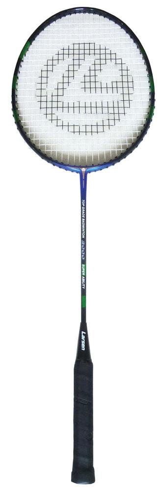 Ракетка для бадминтона Larsen 2000, цвет: синий, черный, зеленый332515-2800Ракетка бадминтонная Larsen 2000, длинной 665 мм, состоит из алюминиевого обода и стального стержня. Баланс ракетки 295 - 300 мм. Рекомендуемое натяжение производителем составляет 18-20 lbs/8-9 кг. Ракетка бадминтонная Larsen 2000рассчитана на игроков среднего уровня.