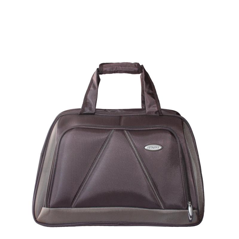 Сумка дорожная Edmins, цвет: коричневый. 243 CV243 CV 420*10Стильная дорожная сумка Edmins выполнена из плотного полиэстера коричневого цвета. Сумка имеет одно вместительное отделение, закрывающееся на застежку-молнию. Сумка снабжена механическим замком с двумя ключами. Внутри содержится вшитый карман на молнии и перегородка. На лицевой стороне расположен накладной карман на молнии. На задней стенке - карман для мелочей на липучке. Сумка оснащена двумя удобными ручками и отстегивающимся плечевым ремнем регулируемой длины. На дне - пластиковые ножки. Фурнитура - серебристого цвета. Функциональная и вместительная, такая сумка поможет не только уместить все необходимые вещи, но и станет модным аксессуаром, который идеально дополнит ваш образ. Может использоваться в качестве ручной клади. Характеристики:Материал: полиэстер, металл, пластик.Размер сумки: 50 см х 30 см х 25 см.Цвет: коричневый. Высота ручек: 20 см. Длина плечевого ремня (регулируется): 75 см. Максимальная нагрузка: 7 кг.