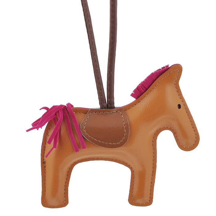 Подвеска на сумку Cheribags, цвет: рыжий. Лошадка 2839890|Колье (короткие одноярусные бусы)Подвеска Cheribags выполнена из высококачественной экокожи в виде фигурки лошадки. Подвеска оснащена петелькой из кожи, благодаря чему ее можно повесить на сумку. Стильная вещица порадует любительницу ярких и необычных аксессуаров. Характеристики: Материал: винилискожа. Цвет: рыжий. Размер подвески: 12,5 см х 12 см х 2 см.