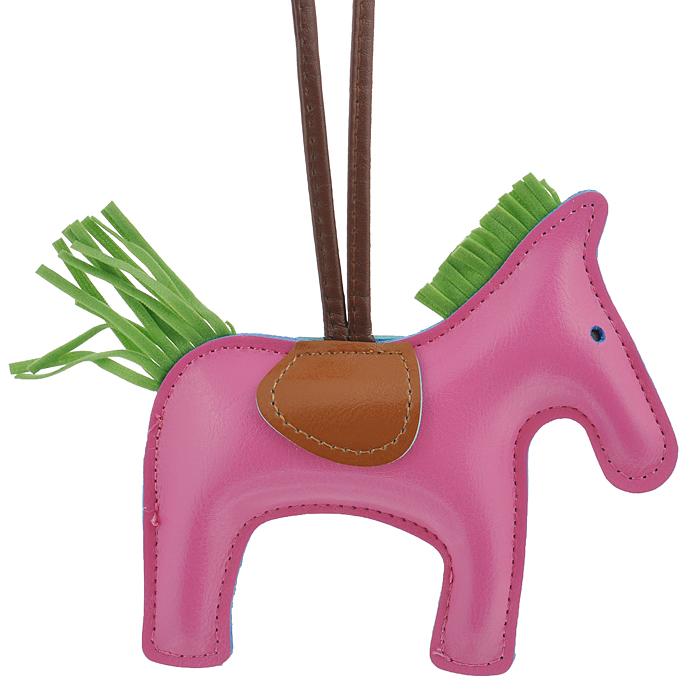 Подвеска на сумку Cheribags, цвет: розовый. Лошадка 1839890|Колье (короткие одноярусные бусы)Подвеска Cheribags выполнена из высококачественной экокожи в виде фигурки лошадки. Подвеска оснащена петелькой из кожи, благодаря чему ее можно повесить на сумку. Стильная вещица порадует любительницу ярких и необычных аксессуаров. Характеристики: Материал: винилискожа. Цвет: розовый. Размер подвески: 12,5 см х 12 см х 2 см.