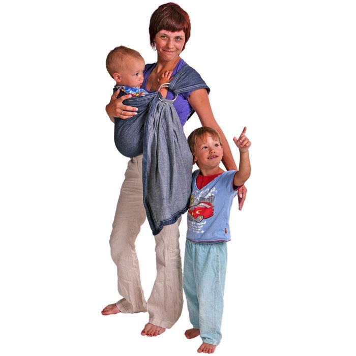 """Слинг на кольцах """"Просто джинс"""", без бортиков, с простым плечом изготовлен из чистого хлопка - это простой и практичный слинг """"на каждый день"""". Эта модель продумана до мелочей: плотно облегает и создает комфортную поддержку, не растягивается под весом малыша, плотная съемная подушка на плечо, съемные кольца. Слинг - очень удобное, простое и естественное приспособление для ношения ребенка. Преимущества слинга на кольцах состоят в том, что мама может привязать ребенка на живот, бедро или спину в абсолютно разных положениях. Ребенок теснее прижат к маме, его ножки не болтаются и, таким образом, его вес распределяется более равномерно. Слинг освобождает маме руки без потери близкого контакта с малышом, благодаря чему мама может заниматься домашними делами и вести активный образ жизни: ходить по магазинам, музеям, в гости. К тому же ношение ребенка в слинге помогает наладить грудное вскармливание, а расположение ребенка в позе """"лягушка"""" является профилактикой дисплазии тазобедренных..."""
