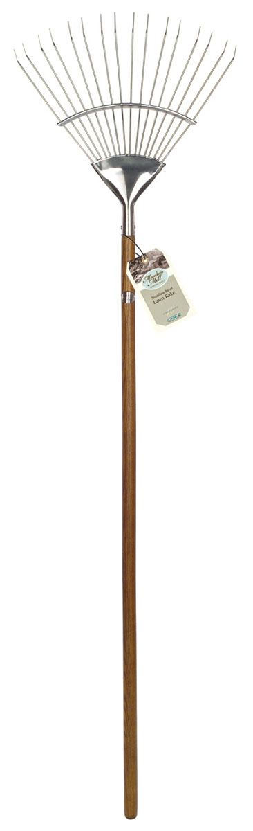 Грабли веерные Gardman Moulton Mill. 95030RSP-202SВеерные грабли Gardman Moulton Mill, изготовленные из высококачественной нержавеющей стали, предназначены для работы в саду или на приусадебном участке. Эргономичная рукоятка выполнена из древесины дуба. Такими граблями удобно сгребать листья, мусор и сорняки. Благодаря большому количеству зубцов, расположенных по принципу веера, уборка территории будет сделана в короткие сроки. Характеристики: Материал: нержавеющая сталь, дерево (дуб). Длина граблей: 150 см. Ширина рабочей части: 44 см. Длина зубцов: 17,5 см. Товары для садоводства от Gardman - это вещи, сделанные с любовью, с истинно английской практичностью, основанной на глубоких традициях садоводства Великобритании. Эти товары широко известны садоводам Европы, США, Канады и Японии. Демократичные цены и продуманный ассортимент Gardman завоевал признательность и российского покупателя, достойного хороших, качественных вещей. В ассортименте Gardman есть практически все, что нужно современному садоводу - от совочка для рассады до предметов декора и ландшафтного дизайна.