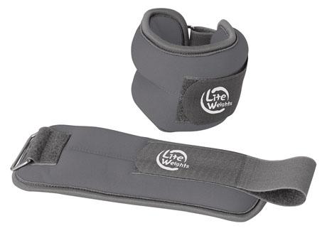 Утяжелители Lite Weights, 2 шт, 1,5 кгSF 0085Утяжелители Lite Weights легко фиксируются при помощи крепежного ремешка на липучке. Они изготовлены из неопрена и наполнены металлической стружкой. Идеальны в использовании при беге трусцой, занятиях аэробикой, оздоровительной гимнастикой и фитнесом. Вес одного утяжелителя: 1,5 кг.