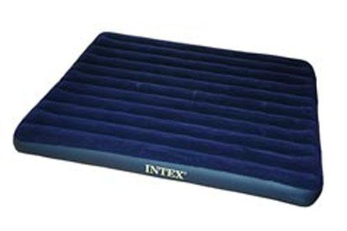 Матрас надувной Intex Royal, цвет: синий, 203 х 183 х 22 см. 6875568755Надувной матрас Intex Royal удобен и прост в использовании, он позволит вам провести весело время на пляже или без труда организовать дополнительное спальное место. Внутреннее устройство представляет собой оболочку с перегородками для плавного перетекания воздуха. Материал надувного матраса - прочный высококачественный и водонепроницаемый винил. Надувной матрас оснащен клапаном двойного действия, позволяющим быстро спустить или накачать воздух, используя любой насос фирмы Intex.Насос не входит в комплектацию. Гарантия производителя: 30 дней.