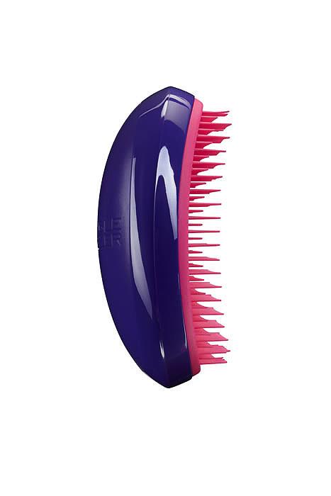 Tangle Teezer Расческа для волос Salon Elite. Purple CrushSE-PC-010313Профессиональная распутывающая расческа Tangle Teezer Salon Elite Purple Crush идеально подходит для всех типов волос. Оригинальная форма зубчиков обеспечивает двойное действие и позволяет быстро и безболезненно расчесать влажные и сухие волосы. Благодаря эргономичному дизайну, расческу удобно держать в руках, не опасаясь выскальзывания.Товар сертифицирован.