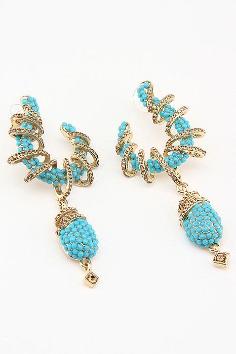 Серьги Fashion Jewelry, цвет: золотистый, голубой. ER001545100032/35449/3537AОригинальные серьги Fashion Jewelry, выполненные из металла золотистого цвета с необычной подвеской, украшены стразами из стекла и пластика. Такие серьги помогут создать вам свой неповторимый стиль. Серьги-подвески застегиваются на пластиковую застежку-гвоздик. Серьги Fashion Jewelry позволят вам с легкостью воплотить самую смелую фантазию и создать собственный, неповторимый образ.