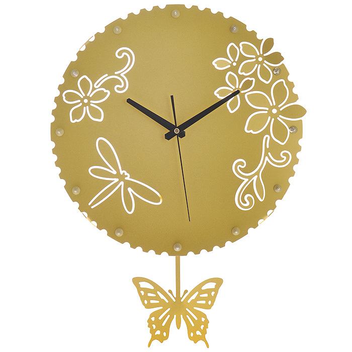 Часы настенные Стрекозы, с маятником, цвет: золотистый. 95183652534Изящные настенные часы Стрекозы эффектно украсят интерьер помещения. Дизайн, полный хрупкого изящества, в этих часах удачно сочетается с высокой прочностью материалов. Корпус, оформленный изящной перфорацией, выполнен из коррозионностойкой стали с порошковым напылением золотистого цвета. Несмотря на устойчивый к механическим воздействиям корпус, часы выглядят ажурными, словно вырезанными из бумаги. Часы имеют три стрелки: часовую, минутную и секундную. Постоянное движение маятника с фигуркой бабочки придает иллюзию постоянного трепета. Механизм часов - кварцевый. С задней стороны корпуса имеется отверстие для подвешивания на стену. Красивые и качественные настенные часы украсят современный интерьер и порадуют надежной работой. Характеристики:Материал: коррозионностойкая сталь, пластик. Диметр корпуса: 37 см. Толщина корпуса: 2 мм. Цвет: золотистый. Размер фигурки бабочки: 13 см х 11 см. Необходимо докупить 2 батарейки типа АА (в комплект не входят).