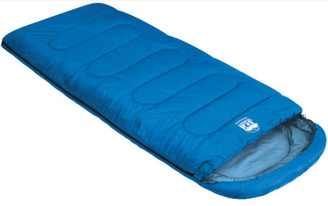 Спальный мешок-одеяло KSL Camping Comfort Plus, цвет: синий, левосторонняя молния. 6254.01052SPIRIT ED 1050Любой турист знает, как важно перед вылазкой на природу заранее продумать вопрос ночевки. Причем стоит помнить, что даже в летнюю пору нередко случаются прохладные ночи. И вот здесь незаменимой вещью окажется качественный спальник. Один из таких вариантов предлагает компания KSL. Выпускаемый ею кемпинговый спальник-одеяло с подголовником Camping Comfort Plus можно смело назвать лучшим выбором для туриста, привыкшего к удобству.Мешок рассчитан на использование в теплое время года . Внешняя ткань данной модели - полиэстер, внутренняя - натуральный и мягкий хлопок, который очень приятен на ощупь. Между этими слоями ткани находится два слоя синтетического наполнителя.Весит спальник Camping Comfort Plus 1,9 кг. При этом спальник отличается солидной вместительностью. В нем будут себя комфортно чувствовать даже люди с габаритами несколько выше средних, мешок не стесняет движений и позволяет принимать во сне любое положение. При необходимости спальный мешок превращается в удобное одеяло, которым можно укрыться двоим людям или же накрыть им палатку. Размер в чехле: 47 см x 24 см.Внешняя ткань верх: Polyester 190T.Внешняя ткань низ: Polyester 190T.Внутренняя ткань: Polycotton.Утеплитель: APF-Isoterm 3D.