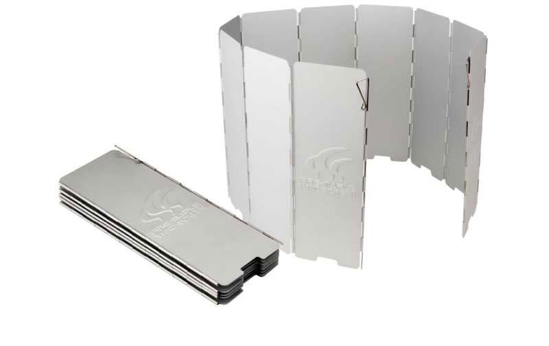 Ветрозащитный экран Fire-Maple, жесткий, 10 секций, 24 см х 84,5 см. FMW-5101451Ветрозащитный экран Wind-Screen FMW-510 изготовлен из алюминия, анодированная поверхность которого хорошо отражает тепло. Устойчив к истиранию, прочный и долговечный. Стальные ручки-фиксаторы может скользить вверх и вниз и легко фиксирует экран на грунте. 10 частей.