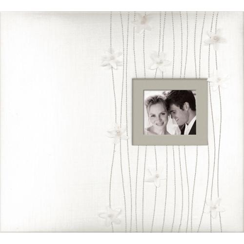 Альбом K&Company На веки твои, 31 х см 31 смRSP-202SПрекрасный альбом для скрапбукинга K&Company На веки твои. Красочно оформленный альбом с фото или памятными вещицами, украшенный ленточками, красивыми шнурками и вышивкой. Также имеет рамочку-окошко для личной фотографии. В наборе: 10 листов с пленкой для 20 бумажных листов (31 х 31 см).Скрапбукинг - это хобби, которое способно приносить массу приятных эмоций не только человеку, который этим занимается, но и его близким, друзьям, родным. Это невероятно увлекательное занятие, которое поможет вам сохранить наиболее памятные и яркие моменты вашей жизни, а также интересно оформить интерьер дома.