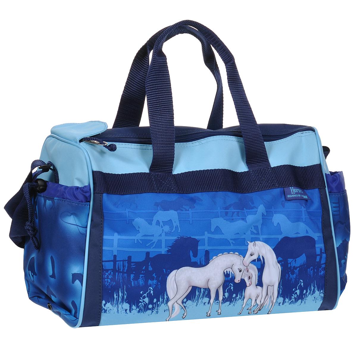 Сумка спортивная детская Take It Easy Лошади, цвет: синий, голубой9105142000Спортивная сумка Take It Easy Лошади выполнена из высококачественного материала синего и голубого цветов, оформлена изображением лошадей. Сумка состоит из одного вместительного отделения, закрывающегося на две застежки-молнии и липучку. Бегунки на застежках соединены текстильным шнурком. На внешней стороне сумки расположен объемный втачной карман для обуви, закрывающийся на застежку-молнию. По бокам находятся два накладных кармана, затягивающиеся сверху текстильными шнурками с фиксаторами. Спортивная сумка оснащена двумя текстильными ручками для переноски в руке и плечевым ремнем, регулируемым по длине. На дне сумки расположены четыре широкие пластиковые ножки, которые защитят ее от грязи и продлят срок службы.