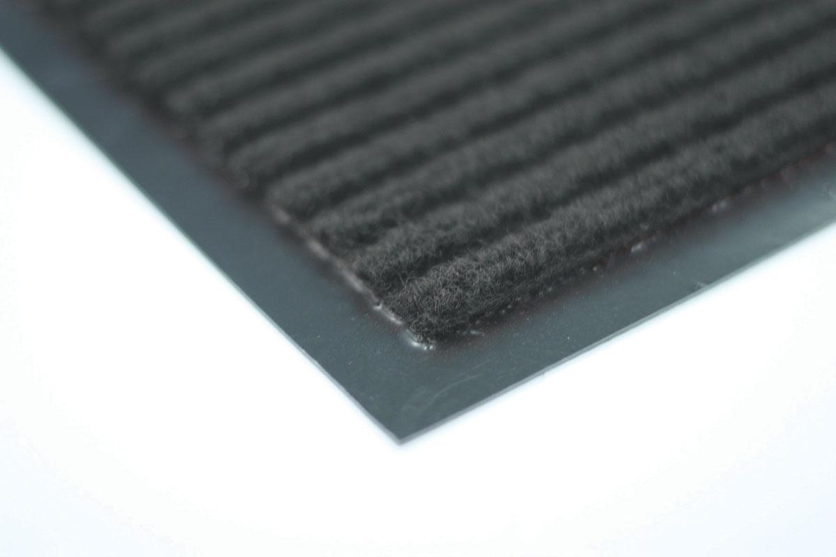 Коврик влаговпитывающий Vortex, ребристый, цвет: серый, 40 х 60 см41036Влаговпитывающий ребристый коврик Vortex выполнен из ПВХ и полиэстера. Он прост в обслуживании, прочный и устойчивый к различным погодным условиям. Предназначен для использования внутри и снаружи помещения. Лицевая сторона коврика мягкая и ребристая. Прорезиненная основа предотвращает его скольжение по гладкой поверхности и обеспечивает надежную фиксацию. Такой коврик надежно защитит помещение от уличной пыли и грязи.