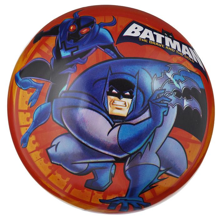 """Яркий детский мяч Dema-still """"Бэтмен"""" - это игрушка для детей любого возраста. Он выполнен из ПВХ яркого красно-оранжевого цвета и оформлен изображением супергероя мультсериала """"Бэтмен"""". Мяч незаменим для любителей подвижных игр и активного отдыха, также он подходит для игр на воде. Игры с мячом развивают координацию движений, мелкую моторику рук и способствуют физическому развитию ребенка. УВАЖАЕМЫЕ КЛИЕНТЫ! Просим вас обратить внимание на тот факт, что мяч поставляется в сдутом виде и надувается при помощи насоса (насос не входит в комплект)."""